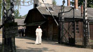 Papież wspomina wizytę w Auschwitz-Birkenau